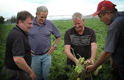 Χαμηλώνει στο 16% ο φόρος για τους αγρότες συνεταιρισμών